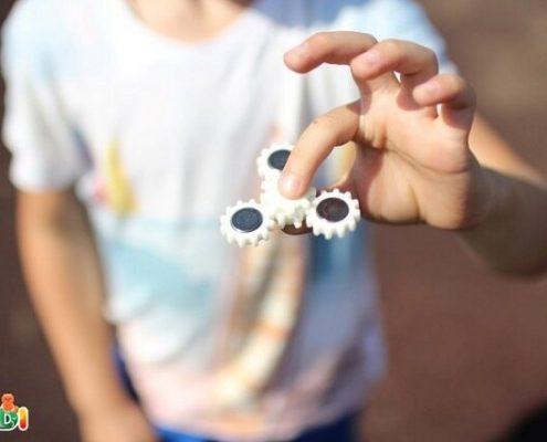 اهمیت توجه به رفتارهای کلیشهای در کودکان با اختلال طیف اُتیسم