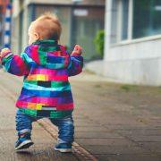 کاردرمانی در دیر راه رفتن کودکان