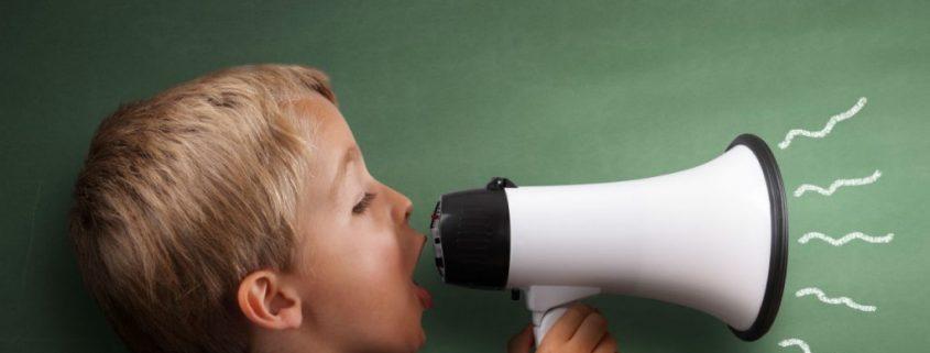 چگونه با کودک پرحرف رفتار کنیم؟