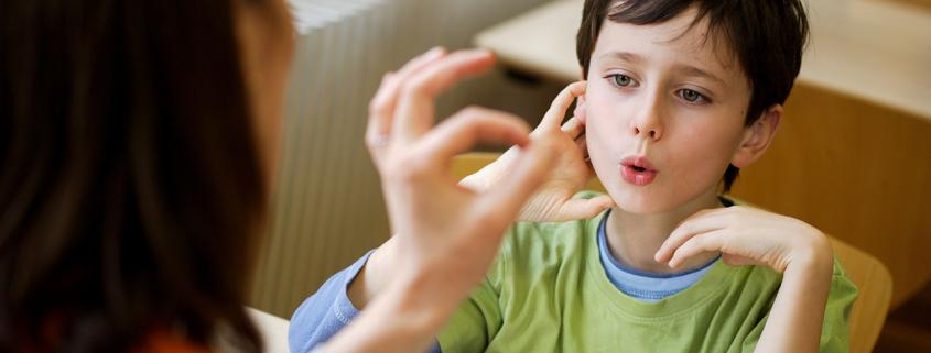 گفتار درمانی کودکان دارای لکنت